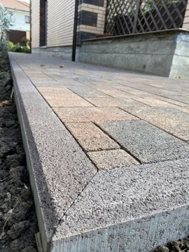 Что еще понадобится, кроме тротуарной плитки при укладке?