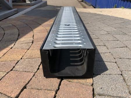 Лоток водоотводный пластиковый ЛВ - 10.14,5.10 в сборе решетками и крепежами