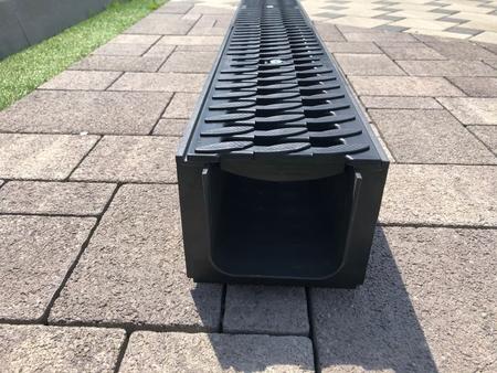 Лоток водоотводный пластиковый ЛВ - 10.14,5.12 в сборе решетками и крепежами